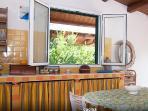 cucina con finestra