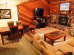 Mammoth Lodging   Mammoth Sierra Townhomes #11   Living Room