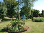 Jardin avec jeux pour enfants