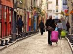 Walking in the rue de la Roquette, you cross the famous pedestrian rue de Lappe