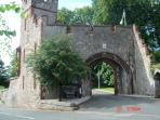 Ruthin castle entrance. Dare ye enter for ye olde mediaeval banquet ?  / ydych am fentro ir castell?
