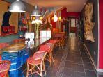 Accueil : Salle des petits déjeuners et table d'hôtes d'exception.