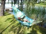 The garden (hammock, trampoline, swings)