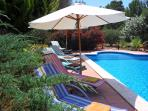 Nice swimming-pool with 6 pool loungers with new mattresses, 3 parasols, + new thick floor matresses