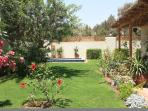 Large garden oasis with Jacuzzi pool -perfect for relaxation with a book or pop down to the beach.