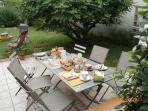 en extérieur Petits déjeuners -Tables d'Hôtes au gré de la météo
