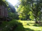 Riverside garden for boating, picnics and barbecues (a few minutes walk from the castle)