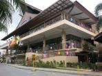 10 mins away from Tiendesitas Shopping Village