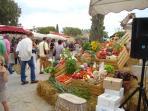 farmer's market in Coustellet