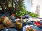 Ideal day: it starts with the breakfast and sea view