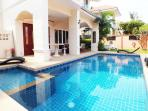 Spacious 4 Bedroom Villa with Private Pool 1km from beach Walking Street/Central Pattaya 10 min Away