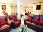 Large Open Plan Lounge with Great Leather Sofa & Chairs with 3 Separate Seating Areas!
