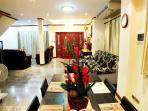 Great Open plan Living Area/Lounge with Ample Seating for large Group Sizes