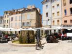 Place du Forum des Cardeurs and its fountain