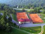 Tennis courts at hotel Bellevue
