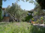 maison Orsini depuis le jardin - un air italien - an italian touch
