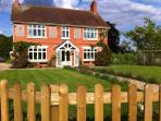 The Garden Room Retreat at Heald Country House - The perfect location, walking distance to great pub