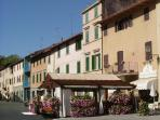 Gaiole main square with restaurants, bars and shops, what a lifestyle!