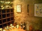 bodega donde degustar vinos segun inventario de añadas y precios. Tb vino de la familia