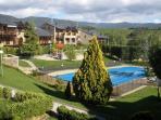Apartamento con piscina climatizada y pista tenis.
