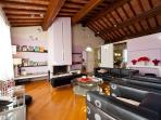 Beautiful 2 bedroom house in Pisa with private garden and swimming pool