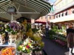Cours de Saleya market