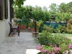 Vista del balcone e dei fiori.