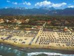 Forte dei marmi beach, 120 km