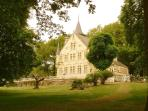 The chateau set in its beautiful park of 3 hectares .