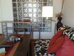 Salón con sofá cama de 140 cm