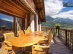 terrasse panoramique face au Mont Blanc avec ensemble en teck pour 10