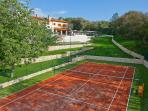 Tennis court with artificial grass, no maintenance required (tennis racquets and balls provided)