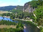 The house's spectacular location overlooking the Dordogne