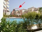 La vivienda  vista desde la piscina.