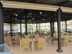Piscina urbanización interior con restaurante