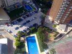 Vista de piscina desde el apartamento