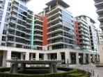 The flat is located by the main fountain the central point of the Imperial Wharf complex.