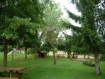 Gran Jardín compartido por los Apartamentos el Corral y el Cobert del Carro