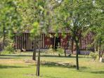 parc arboré avec petite maison