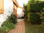 Aménagement pour poussette, fauteuil roulant rejoint terrasse du jardin
