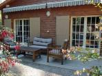 terrasse ensoleillée avec store banne
