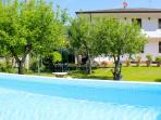 casa vista dalla piscina