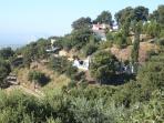 Le villa sur le montagne et au loins Gibraltar et la mer