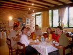 sala colazione con ospiti