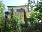 View of the house. Vista de la casa
