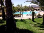 Otra vista de la piscina mediana