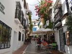 PICTURESQUE ORANGE SQUARE IN MARBELLA 15 MINS DRIVE, AN ABUNDANCE OF RESTAURANTS
