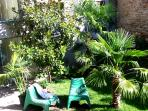 Nice garden where you can sunbathe or have breakfast. enjoy peace of mind in the middle of the
