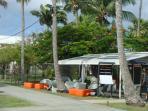 restaurant devant entree residence sur marina