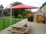 Privative terrace close with table and barbecue
